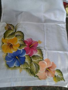 Resultado de imagen para imagenes de flores para pintura en tela Saree Painting Designs, Fabric Paint Designs, Hand Painted Dress, Painted Clothes, Fabric Painting, Fabric Art, Fabric Paint Shirt, Motif Floral, Diy Art