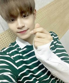Lee Daehwi was never a big fan of kpop (despite being Korean). While his female classmates argued over BTS and EXO Daehwi stayed in his seat silently jamming t. Jinyoung, Ong Seung Woo, Bio Data, Guan Lin, David Lee, Birthday Dates, Lai Guanlin, Lee Daehwi, Kim Jaehwan