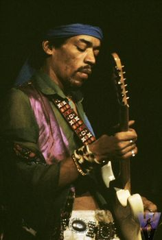 Jimi Hendrix, no. 10 on our Greatest Guitarists in the Vault playlist