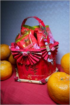 DIY Chinese New Year Angpow Basket ⋆ Home is where My Heart is. Home is where My Heart is… Chinese New Year Cookies, Chinese New Year Decorations, Chinese New Year Crafts, Ramadan Decorations, New Years Decorations, Happy Chinese New Year, New Year's Crafts, Holiday Crafts, Chinese Party
