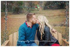 Christmas Photography | Couples Photography | Megan Jolly Photography | Hattiesburg MS Photographer | www.mjollyphotography.com #couplesphotography #christmasphotos
