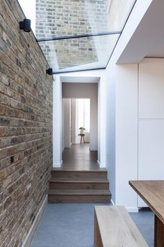 London house extension by Mulroy Architects, with furnishings by Manea Kella Victorian Skylights, Victorian Terrace, Victorian Homes, Brick Extension, Side Extension, Extension Ideas, Brick Wall Kitchen, Old Stone Houses, Metal Building Homes