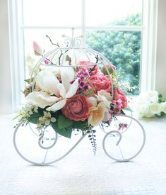 This elegant and lovely centerpiece is every woman's dream come true! This Cinderella carriage flower arrangement will make you want to fall in love. ♡ Perfect for weddings and bridal showers. ◆ Visit my shop for more silk flower arrangements! https://www.etsy.com/shop/BloomingHanna