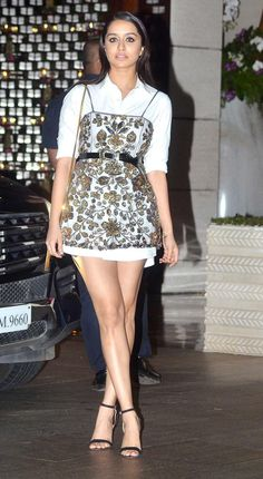 Photos: Malaika Arora, Kareena Kapoor Khan at Isha Ambani's bash Bollywood Actress Hot Photos, Indian Bollywood Actress, Bollywood Girls, Beautiful Bollywood Actress, Bollywood Fashion, Beautiful Actresses, Indian Actresses, Bollywood Makeup, Kareena Kapoor Khan