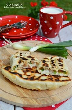 Gabriella kalandjai a konyhában :): Pupusas Snack Recipes, Cooking Recipes, Healthy Recipes, Snacks, Hungarian Recipes, Food To Make, Tapas, Food Porn, Food And Drink