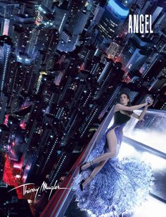 's Iconic Ad - Parfumerie et parapharmacie - Parfumeries - Thierry Mugler Angel Parfum, Angel Fragrance, Thierry Mugler Angel Perfume, Perfume Ad, Beauty Ad, Vogue Magazine, Trends, Glamour, Celebrities