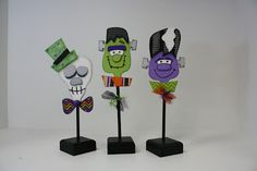 Halloween Crafts Are Here!  INSPIRATION FOR THREAD SPOOLS CRAFTS......make the photo stands in Halloween theme then place Halloween monsters in the photo stands.