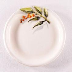 南天の陶器プレート-下絵付け&レリーフ|食器|KAISHIKI / KOZONO|ハンドメイド通販・販売のCreema