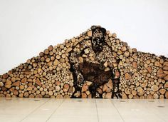 Découverte de « Dead Wood Installation », une oeuvre de l'artiste Varnai Gyula qui compose avec un talent extraordinaire la silhouette d'un homme avec seulement des rondins de bois. Un art jouant sur les tons et les couleurs pour dessiner un corps humain. Plus d'images dans la suite de l'article