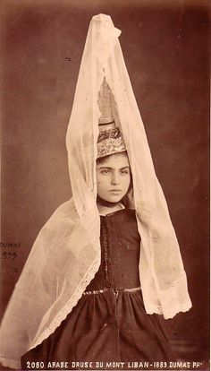 """Young Druze woman, with 'tandour' headdress; """"Arabe druse du Mont Liban"""" ca. Mount Lebanon, North Africa, World Cultures, People Around The World, Headdress, Traditional Dresses, Old Photos, Aurora Sleeping Beauty, Middle East"""