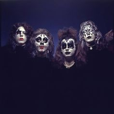 [New] The 10 Best Makeup Ideas Today (with Pictures) - Kiss 1974 album shoot. Kiss Rock Bands, Kiss Band, Kiss Images, Kiss Pictures, Hard Rock, Los Kiss, Eric Singer, Kiss Group, Rock Band Photos