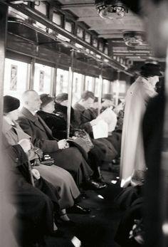 in der U-Bahn 03.1936 (da gab's noch keine Handys ;-)