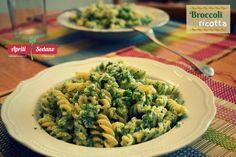 FUSILLI BROCCOLI E RICOTTA  Ottima pasta per i vegetariani dal sapore delicato e semplice da preparare. Questa ricetta può essere arricchita con del parmigiano a scaglie oppure aggiungendo ulteriori condimenti come la salsiccia sbriciolata o la pancetta a dadini saltandoli in padella.  INGREDIENTI     (4p) 400gr di fusilli     125 gr di ricotta     300gr di broccoli     1 spicchio d'aglio parmigiano a scaglie     olio extravergine, sale e pepe q.b.