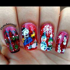 Snoppy Christmas Nail Art (instagram photo via @pandasnails) |
