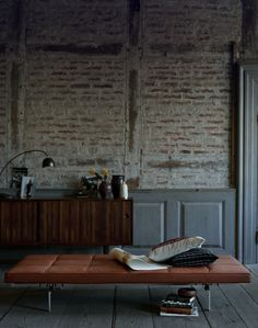 Exposed brick wall & daybed by Poul Kjærholm Interior Architecture, Interior And Exterior, Brick Interior, Brick Architecture, Le Logis, Exposed Brick Walls, Whitewashed Brick, Wainscoting, Style At Home