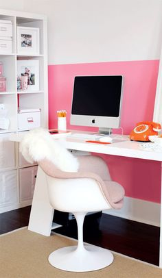 Interior design by Riesco & Lapres Interior Design. Jewelry designer Shereen de Rousseau's home office. In LOVE with the pink/white/orange color combo. Very retro, yet feels modern, too. \\\ Photo by Janis Nicolay Home Office Space, Home Office Design, Home Office Decor, House Design, Desk Space, Workplace Design, Office Ideas, My New Room, My Room