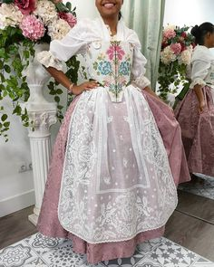 Curly Bob, Dresses, Fashion, Antique Lace, Victorian Dresses, Vintage Gowns, Pattern Cutting, Aprons, Tulle