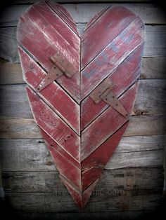 "Easy project from scrap pallet wood. Heart is painted a rustic barn red with added hinges for a little barnyard bling. [symple_box color=""gray"" fade_in=""false"" float=""center"" text_align=""left"" width=""100%""] Website: ScavengerChic.com ! [/symple_box]"
