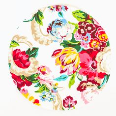 Make your own DIY No-Sew Floral Fabric Chargers in just two easy steps! The pop of pattern is just what your springtime placesetting has been missing. Wood Chargers, Plate Chargers, Charger Plates, Floral Fabric, Reception Decorations, Easter Crafts, Decor Crafts, Projects To Try, Sewing