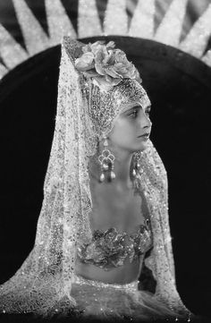 Art Deco Glamour Picture Over Sized Celluloid Spanish Mantilla Style Hair Accessory