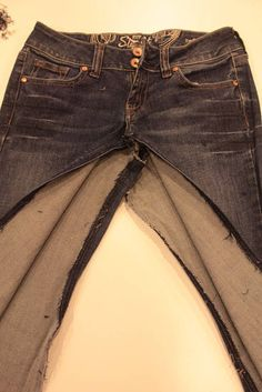 Have you every wanted a jean skirt but couldn& find one? Or, do you have a pair of jeans you love but the pant legs or hem is worn out? Diy Jeans, Jeans Fit, Jeans Refashion, Sewing Jeans, Jeans Pants, Refaçonner Jean, Altering Pants, Long Skirt Outfits, Modest Outfits