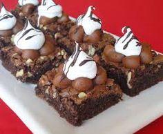 mini brownies decorados - Buscar con Google Mini Brownies, Vegan Brownie, Four, Mini Cakes, Nutella, Sweet Tooth, Deserts, Food And Drink, Gluten Free