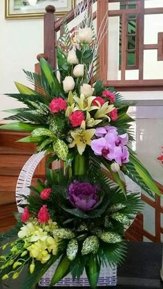 Foto Altar Flowers, Church Flowers, Funeral Flowers, Large Flower Arrangements, Gras, Centerpiece Decorations, Flower Bouquet Wedding, Flower Designs, Beautiful Flowers