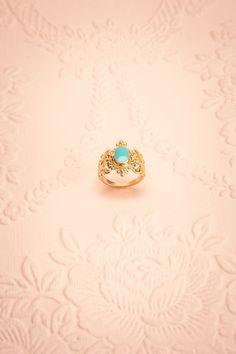 Shesh ♥ Les doigts royaux savent s'orner des plus beaux joyaux.  Royal fingers know how to decorate themselves the most beautiful jewels.