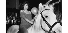 Bianca-Jagger, Rose Hartman, Incomparable woman of styles http://www.vogue.fr/photo/le-portfolio-de/diaporama/le-portfolio-de-rose-hartman/10535/image/643874#bianca-jagger-rose-hartman-incomparable-woman-of-styles
