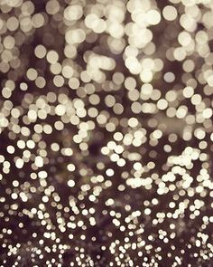 Beautiful and simple bokeh Cute Backgrounds, Iphone Backgrounds, Holiday Backgrounds, Backrounds, All That Glitters, Belle Photo, Twinkle Twinkle, Twinkle Lights, Pretty Pictures