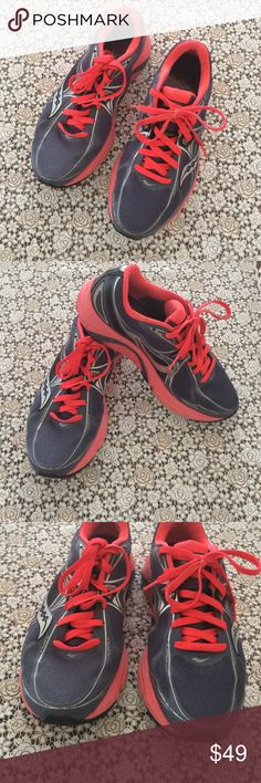"""Saucony Running Shoes Sz 9💛 Real Running shoes by Saucony Natural Series Sz 9"""". Still they have a lot of running life. Bought them at Roadrunners for over $100+. Good condition. My daugther wore them for a couple X Country runs, these were too big for her. Make me an offer. 💛 Saucony Shoes Athletic Shoes"""