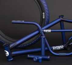 855shares 855 0 Last week we got a look at Devon Smillie's new signature 2017 Fuego frame in the matte semi-translucent dark blue color, now we get a look at the bars, his signature Devon grips and his new signature Fuego tire in matching colors! The grips are translucent dark blue to make the color …