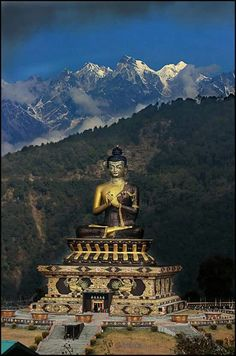 Tathagata Tsal in Ravangla, South Sikkim, IndiaThe Buddha Park of Ravangla, also known as Tathagata Tsal, Tibet, Monuments, Buddhist Meditation Techniques, Places To Travel, Places To Visit, Travel Destinations, Statues, Buddha, Northeast India