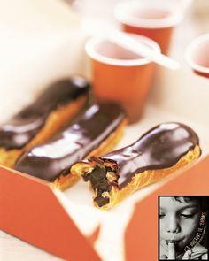 Lenôtre - Éclair au chocolat - Recette extraite de l'ouvrage Les douceurs de l'enfance paru aux éditions Hachette Cuisine par Philippe Gobet  Lenôtre avec la collaboration rédactionnelle de Catherine Vialard. Photographe : Mikaël Roulier. Styliste : Emmanuel Turiot. http://www.lenotre.com/media/pdf/Recette_eclair_chocolat.jpg