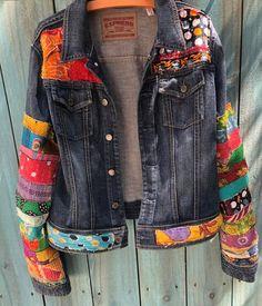 - Jean Jacket Hippie Boho Jean Jeans in denim colorato impreziosito – – I - Jean Hippie, Hippie Boho, Boho Gypsy, Hippie Jeans, Jean Jacket Outfits, Outfit Jeans, Denim Jeans, Blue Jeans, Look Boho Chic