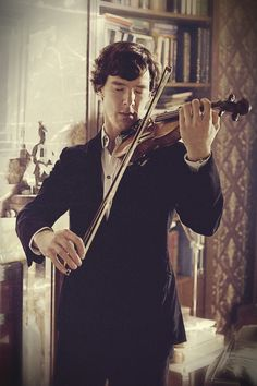 Omg I love it when he plays the violin. Never has a man looked sexier than he does right there.