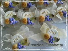 Novità! Beaded Wedding Gowns, Diy And Crafts, Arts And Crafts, Church Crafts, Clay Food, Pasta Flexible, C2c, First Communion, Cold Porcelain