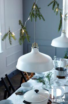 Une table festive simple et naturelle. Suspension RANARP IKEABE idéeIKEA àtable