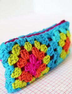 Transcendent Crochet a Solid Granny Square Ideas. Inconceivable Crochet a Solid Granny Square Ideas. Love Crochet, Crochet For Kids, Diy Crochet, Crochet Crafts, Crochet Projects, Crochet Flowers, Crochet Ideas, Crochet Bag Tutorials, Crochet Purse Patterns