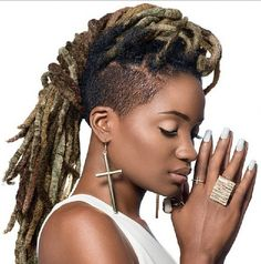 A dyed dreadhawk! Found by Naomi & Rachy of uknaturals #mohawk #locs