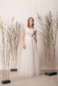 Rochie de mireasă prințesă din dantelă și tul Girls Dresses, Flower Girl Dresses, Couture, Wedding Dresses, Modern, Flowers, Collection, Fashion, Tulle