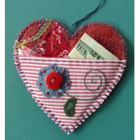 ~The Love Pocket - Angie& Bits n Pieces ~ Note To Self: Looks like you just cut out 2 heart shapes from felt or other fabric, then blanket stitch tog w/another fabric for the pocket. Valentines Day Decorations, Valentine Day Crafts, Holiday Crafts, Sewing Crafts, Sewing Projects, Diy Crafts, Little Presents, Fabric Hearts, Heart Crafts