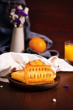 Un clasic: ștrudelul cu brânză, pentru cei mai pretenţioşi degustători!  #gustare #strudel #branza #strudelcubranza #takeamoment #takeabreak #enjoy #cheese #pastry #pastrylife #pastryart #food #inspiration #foodart #foodporn #pastryinspiration Mai, Waffles, Food Porn, Breakfast, Morning Coffee, Waffle, Treats