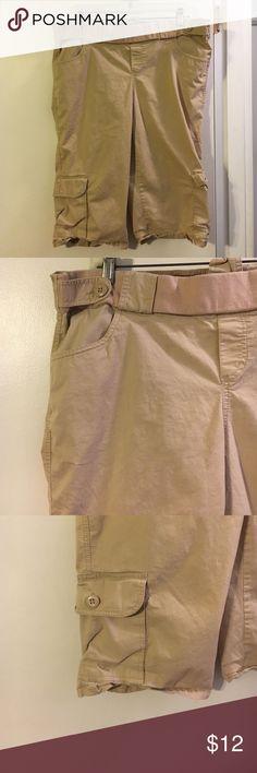 Announcements khaki maternity Capri pants Cotton with a touch of spandex announcements Pants Capris