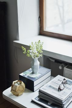 sidetable #styling with books, magazines, & geometric forms (Etch candleholder by Tom Dixon) | #home