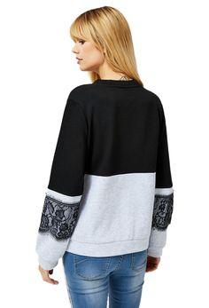 Můžete vypadat sexy a zároveň být v pohodlí. Černo-šedá mikina Moodo nabízí oboje, a to díky své krajkové ozdobě. Mikča je ale volného střihu a k tomu velice pohodlná díky příjemnému materiálu. Žádné nepříjemné škrábání krajky vás tedy nečeká! #damskemikiny #differentcz #moodo Pullover, Sweaters, Fashion, Moda, Fashion Styles, Sweater, Fashion Illustrations, Sweatshirts, Pullover Sweaters