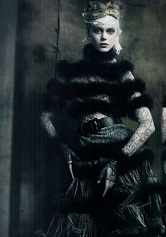 Vogue Italia September 2011 The Haute Couture Models: Frida Gustavsson, Jac, Kristina Salinovic. Ph: Paolo Roversi St: Lori Goldstein Hair by Julien dYs Makeup by Stephane Marais Frida Gustavsson, Foto Fashion, Dark Fashion, Gothic Fashion, Fashion Art, Fashion Clothes, Fashion Portraits, Snow Fashion, Style Fashion