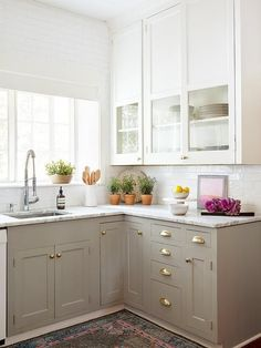 6 Fortunate Cool Tips: Affordable Kitchen Remodel Brass Hardware small kitchen remodel design.Apartment Kitchen Remodel Posts kitchen remodel home. Two Tone Kitchen Cabinets, Kitchen Cabinet Design, Kitchen Redo, White Cabinets, Kitchen White, Kitchen Small, 1960s Kitchen, Small Kitchens, Kitchen Styling