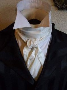 What do you think about this cravat? Historical Costume, Historical Clothing, Gothic Clothing, Historical Romance, Vintage Outfits, Vintage Fashion, Edgar Allen Poe, 19th Century Fashion, 18th Century