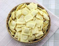 Como hacer ravioles caseros Pasta Casera, Tasty, Yummy Food, Ravioli, Crepes, Chowder, Apple Pie, Italian Recipes, Risotto